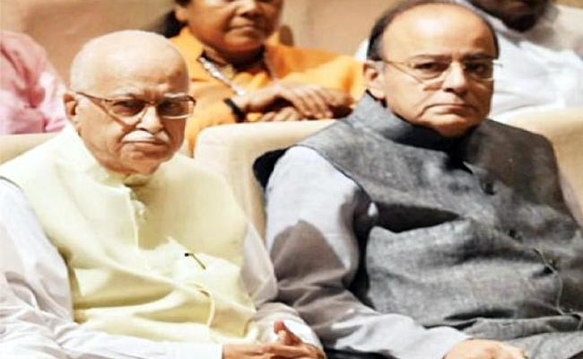 Advani Visits Arun Jaitley At AIIMS - Sakshi
