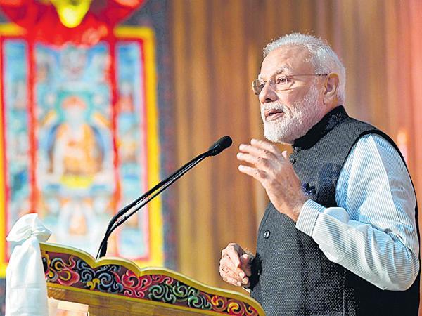 Narendra Modi Says That Youth can do wonders - Sakshi