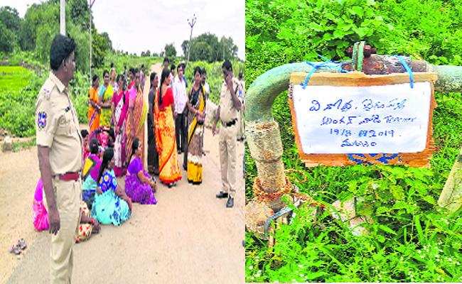 Anganwadi Women Dead Rumor Spread In Rangareddy - Sakshi