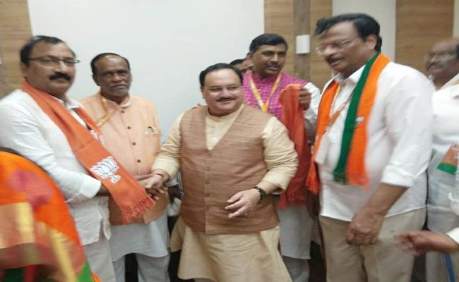 Prominent TDP Leaders join BJP In Telangana - Sakshi