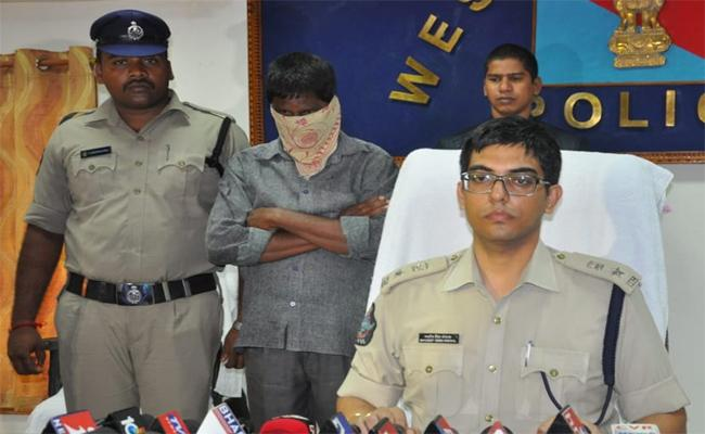 Cops Arrest Fake Gulf Agent In West Godavari - Sakshi