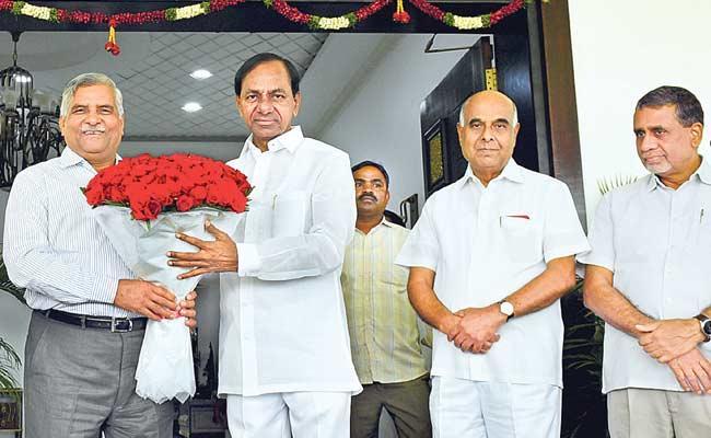 Power Finance Corporation CMD Rajeev Sharma Meets CM KCR In Pragathi Bhavan - Sakshi