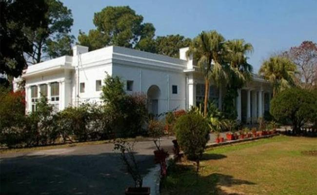 Ex-MPs Have To vacate official bungalows within a week - Sakshi