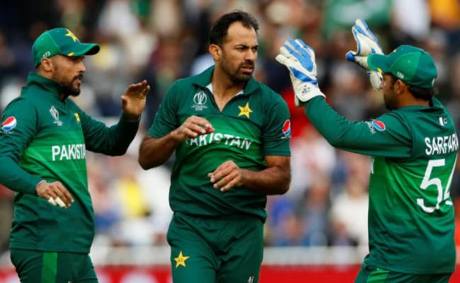 Wahab Riaz to announce retirement from Test cricket - Sakshi