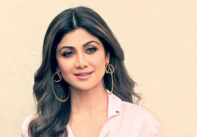 Shilpa Shetty to make a comeback after 13 years with Nikamma - Sakshi