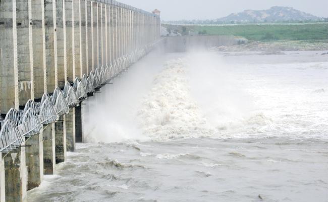 Krishna Flood Water Flow Increase In Srisailam - Sakshi