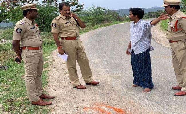 Thugs Steal 1Lakh From A Man In Guntur - Sakshi