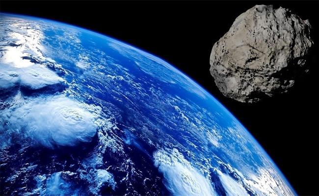 Elon Musk Said Earth has No Asteroid Defense - Sakshi