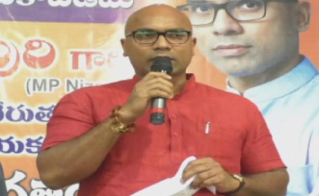 Nizamabad MP Dharamapuri Aravind Said TRS Candidate D Srinivas Joins In BJP - Sakshi