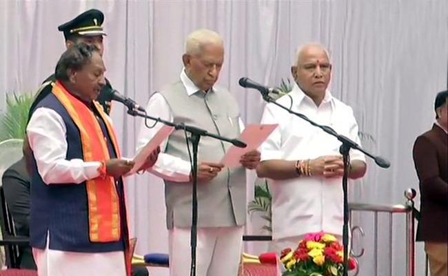 Karnataka Cabinet expansion In RajBhavan - Sakshi