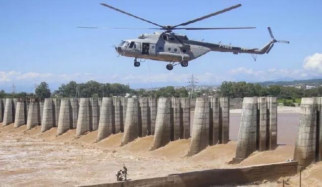 IAF rescues 4 fishermen stranded on river barrage in Jammu - Sakshi
