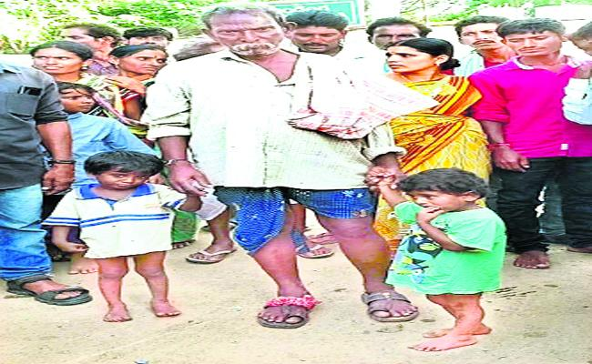 Man Attempt To Kidnap Childrens At Guduru In warangal - Sakshi