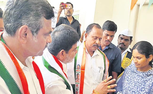 Ex Minister Gaddam Prasad Kumar Agitation On District Collector - Sakshi