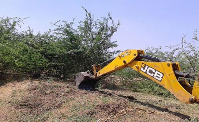 TDP Government Neeru Chettu Programme Corrupted In Eluru - Sakshi