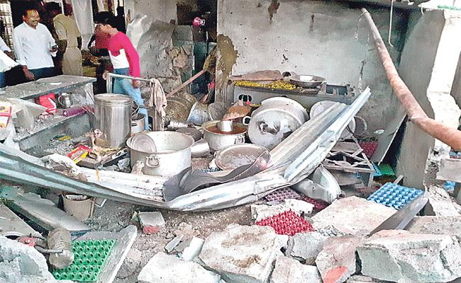 Cylinder Explosion in Social Welfare Hostel at Jagtial - Sakshi