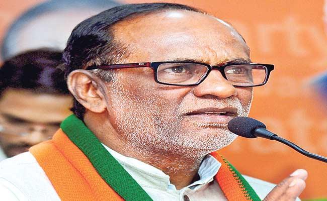 BJP Leader Laxman Fires On TRS - Sakshi