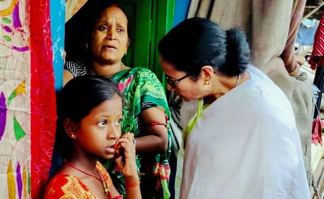 Mamata Banerjee Blasts Minister During Slum Visit About Toilets - Sakshi