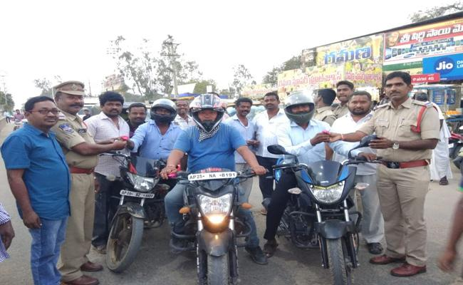 Police Department Focus On Preventing Road Accidents In Mahabubnagar - Sakshi