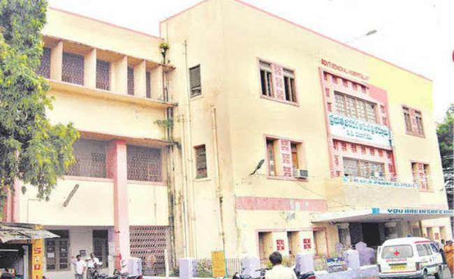 Selling Outsourcing jobs at Kurnool Government Hospital - Sakshi