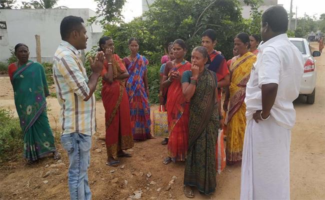 Government Employees Prays To Coolies In Mahabubnagar - Sakshi
