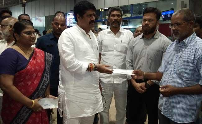 Hpcl Help Tug Accident Victims - Sakshi