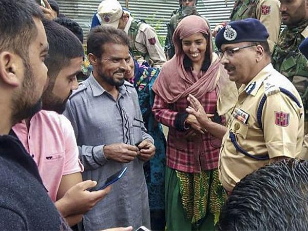 Governor Adviser to hold open hearing in Srinagar - Sakshi