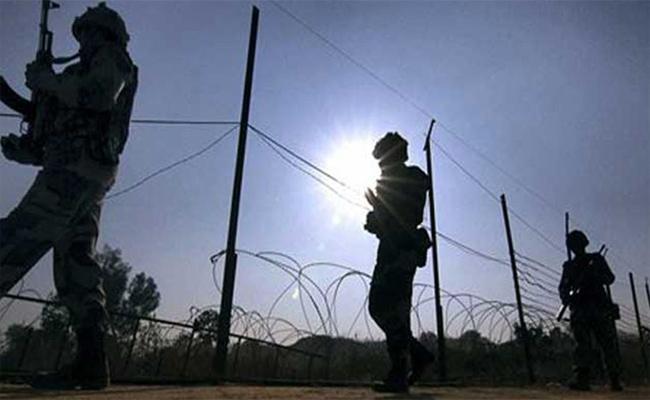 Pakistan Violates Ceasefire Along LoC In Jammu Kashmir - Sakshi