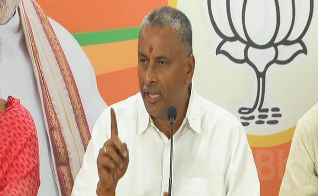 NVSS Prabhakar Slams KCR - Sakshi