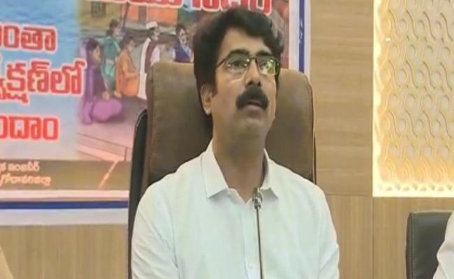 Collector Muralidhar Reddy Speech In Kakinada - Sakshi