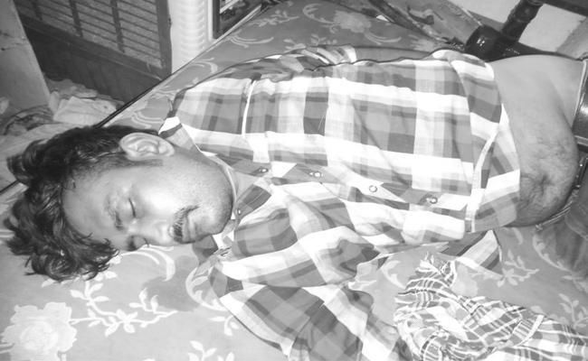Man died With Suicide In Gudivada - Sakshi