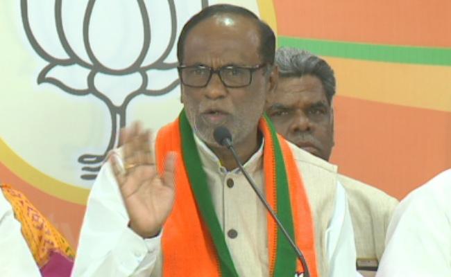 BJP state President K Laxman Fires On TRS At Hyderabad - Sakshi