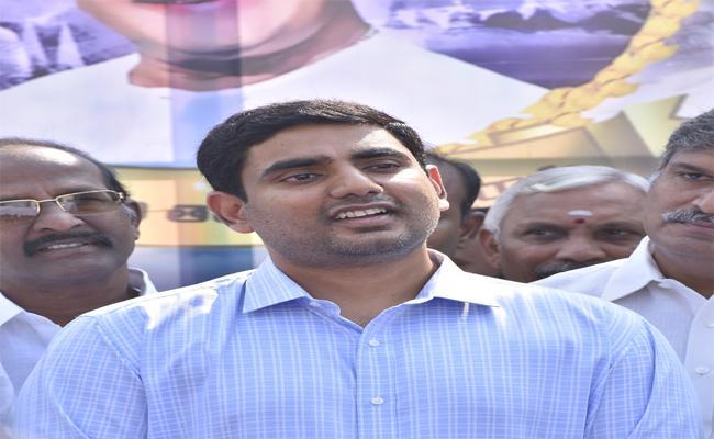 Ex Minister Nara Lokesh Babu Not Interested Towards Mangalagiri - Sakshi
