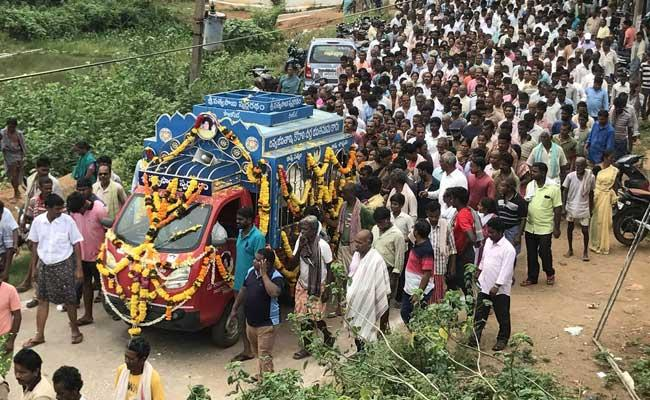 Tearful Farewell To Narasimha Rao Dora Srikakulam District - Sakshi