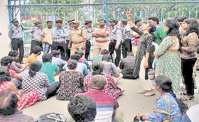 Protest In University Of Hyderabad - Sakshi