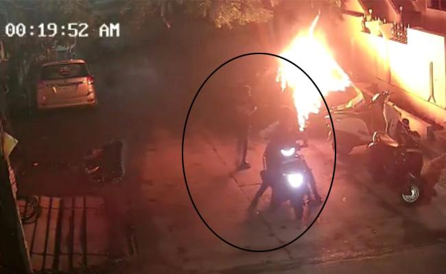 Vehicles Set on Fire By Miscreants in Vijayawada - Sakshi