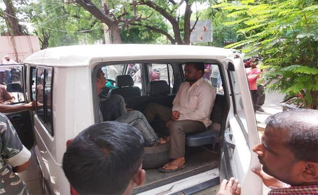 Tension at Nizamabad Collectorate - Sakshi