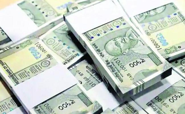 Rupee Again slips17paise against dollar - Sakshi