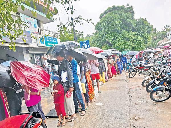 Miserable situation For Aadhaar in YSR district Yerraguntla - Sakshi