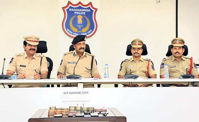 Fake Vigilance Gang Arrest in Hyderabad - Sakshi