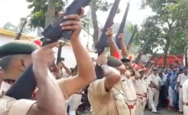 Guns Fail To Fire At Former Bihar CM Jagannath Mishra State Funeral - Sakshi