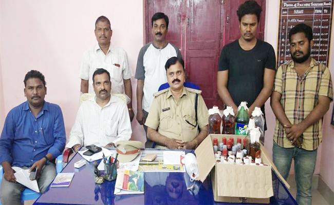 Spurious Liquor Making Gang Arrested In Podili Prakasam - Sakshi