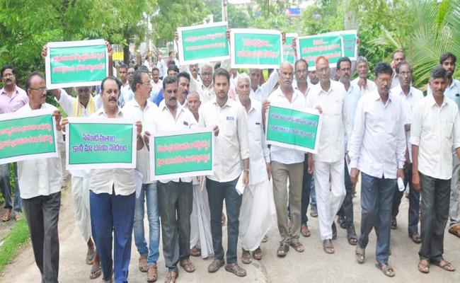 Farmers Protest Land Acquisition For Highway In Khammam - Sakshi