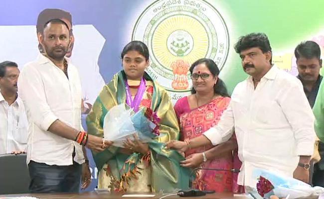 Andhra Pradesh Ministers Felicitate Gold Medal Winner Jyothi Surekha - Sakshi