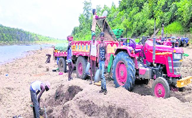 Sand Mafia At penganga River In Adilabad - Sakshi