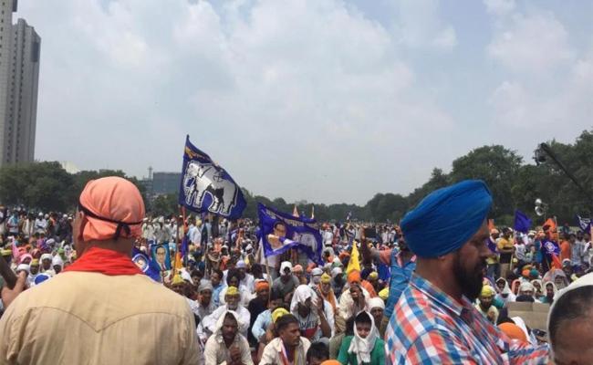 Protest Against Ravidas Temple Demolition In Delhi  - Sakshi