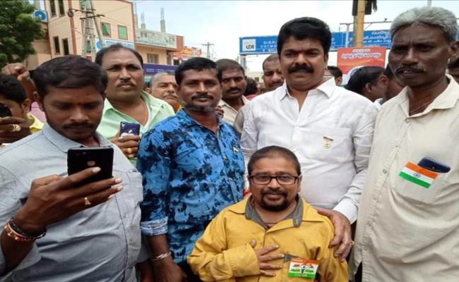 Bonda Uma Follower Molested Girl In Vijayawada - Sakshi