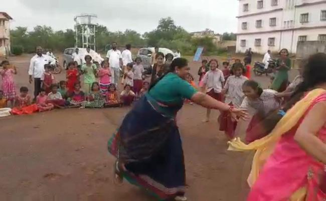 MLA Seethakka Participate Kabaddi Play With Gurukul Students - Sakshi