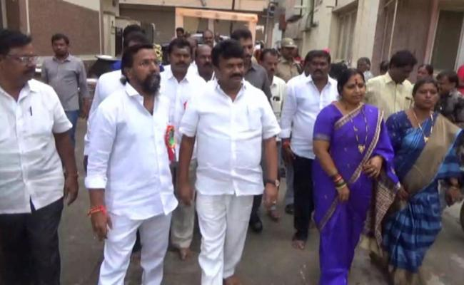 Talasani Srinivas Yadav Held Meeting Over Ganesh Immersion In Secretariat - Sakshi