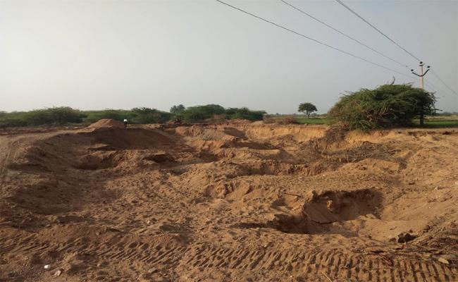 Anantapuram Sand Illegal Transport To Kurnool Cement Factory - Sakshi