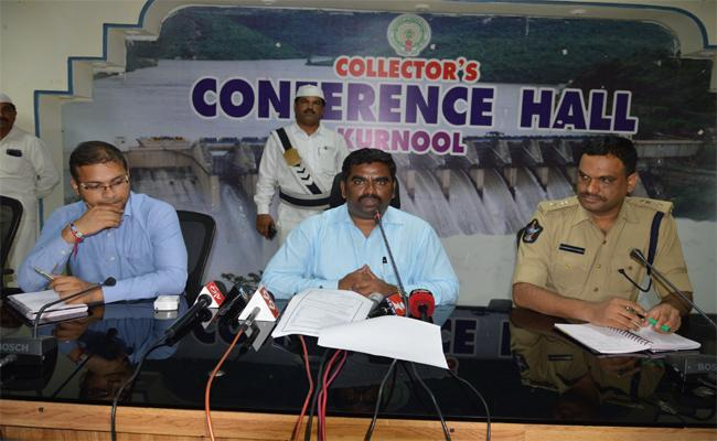 Kurnool District Collector Veerapandian said the Village And Ward Secretariat Examinations Would Not Be Allowed A Minute Delay - Sakshi